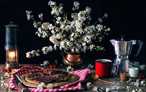 Картинки Натюрморт Цветущие деревья Свечи Чайник Выпечка Вазе Ветвь Кружки Пища