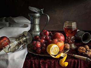 Фото Натюрморт Виноград Яблоки Лимоны Орехи Бокалы