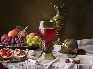 Обои для рабочего стола Натюрморт Виноград Гранат Сок Кувшины Бокалы Еда