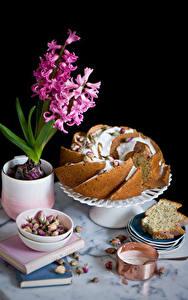 Фотографии Натюрморт Гиацинты Кекс На черном фоне Пища