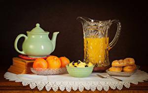 Фотография Натюрморт Сок Апельсин Чайник Выпечка Черный фон Кувшин Продукты питания