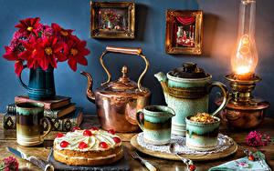 Картинка Натюрморт Керосиновая лампа Букеты Чайник Торты Чашке Ваза Книги
