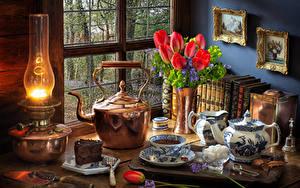 Фотография Натюрморт Керосиновая лампа Тюльпаны Чайник Торты Чашка Сахар Красный Цветы