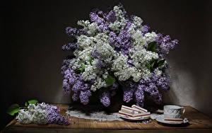 Картинка Натюрморт Сирень Сладости Стол Чашка цветок