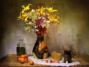 Обои Натюрморт Лилии Абрикос Чай Сладости Ваза Стакан Цветы Еда