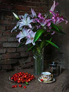 Фото Натюрморт Лилии Вишня Стенка Ваза Чашка Цветы Еда