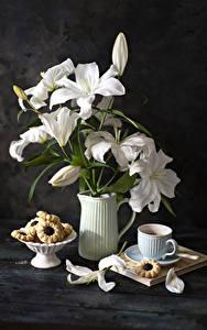 Фотографии Натюрморт Лилии Кофе Печенье Доски Ваза Белых Лепестки Чашке Цветы
