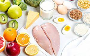Обои Натюрморт Молоко Сыры Апельсин Яблоки Киви Курятина Стакан Яйца Зерна Пища