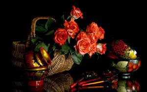 Обои Натюрморт Роза На черном фоне Корзины Ложки Красных цветок