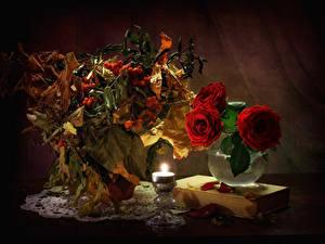Фотография Натюрморт Розы Рябина Свечи Вазы Красная Лист Книги цветок
