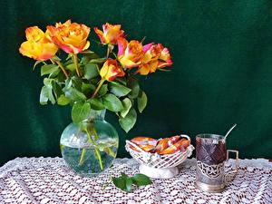 Картинки Натюрморт Розы Чай Конфеты Вазе Стакан Цветы