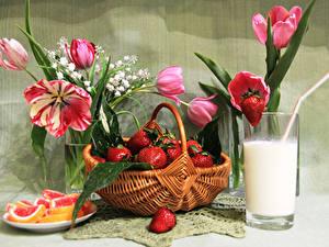 Фотография Натюрморт Клубника Молоко Тюльпаны Мармелад Корзины Стакане Продукты питания
