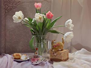 Картинки Натюрморт Тюльпаны Коты Чашке Вазы Цветы