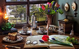 Фотографии Натюрморт Тюльпаны Гиацинты Керосиновая лампа Чайник Кофе Торты Ваза Чашка Очки Тарелка Часть Пища Цветы