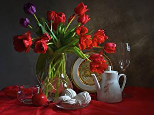 Картинки Натюрморт Тюльпаны Зефир Яблоки Чайник Вазы Бокалы Чашка Цветы Еда