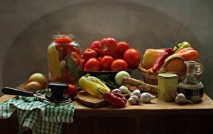 Фотографии Натюрморт Овощи Помидоры Перец Чеснок Лук репчатый Банке Стол Еда