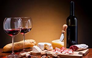 Фото Натюрморт Вино Хлеб Сыры Колбаса Орехи Бокалы Бутылка Пища
