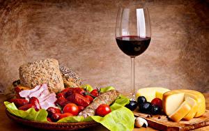 Обои Натюрморт Вино Сыры Хлеб Овощи Колбаса Бокал Еда