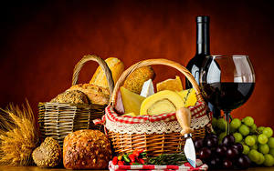 Фотография Натюрморт Вино Виноград Хлеб Сыры Бутылка Корзины Бокалы Еда