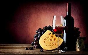 Обои для рабочего стола Натюрморт Вино Виноград Сыры Бутылки Бокалы Пища