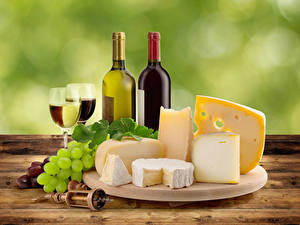Обои Натюрморт Вино Виноград Сыры Бутылки Бокалы Разделочная доска Еда