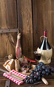 Картинка Натюрморт Вино Ветчина Виноград Хлеб Стенка Доски Бутылка Рюмка Пища
