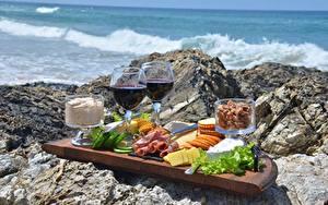 Картинки Камень Вино Сыры Бекон Бокал Нарезанные продукты Пикник Еда