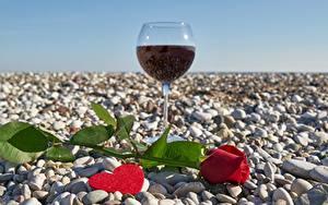 Фото Камень Вино Розы День всех влюблённых Бокалы Сердце Цветы