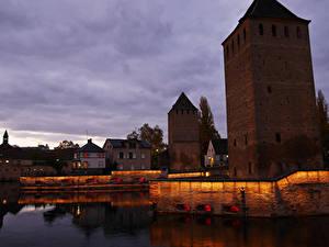 Фотография Страсбург Франция Дома Мосты Реки Ночь Ponts couverts Города