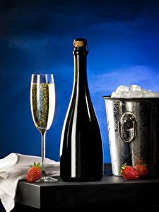 Обои Клубника Шампанское Ведро Бутылки Бокал Лед