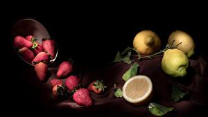 Фотографии Клубника Лимоны На черном фоне Листва