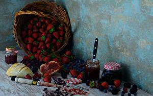 Фотографии Клубника Джем Ежевика Черника Хлеб Натюрморт Корзинка Банка Пища