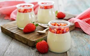 Фотографии Клубника Сладкая еда Крупным планом Йогурт Банка dessert Еда