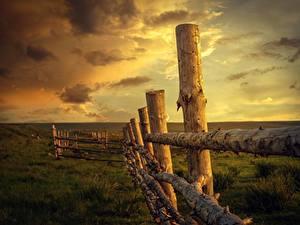 Обои для рабочего стола Рассветы и закаты Небо Трава Забор Деревянный Природа