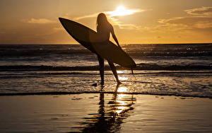 Обои Серфинг Море Рассветы и закаты Силуэты Девушки Природа
