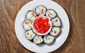 Картинка Суси Рыба Имбирь Тарелке Продукты питания