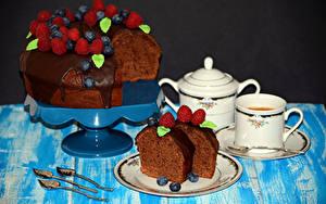 Обои Сладкая еда Торты Шоколад Малина Черника Кофе Чашка