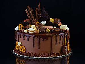 Фотографии Сладости Торты Шоколад Печенье Черный фон Дизайн Продукты питания