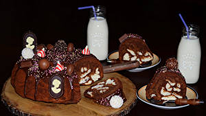 Картинка Сладости Торты Шоколад Молоко Черный фон Дизайн Бутылки Продукты питания