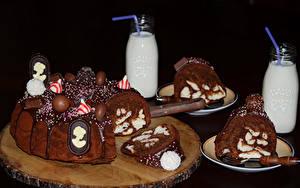Картинка Сладкая еда Торты Шоколад Молоко На черном фоне Дизайн Бутылки Продукты питания