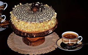 Обои Сладкая еда Торты Кофе На черном фоне Чашка