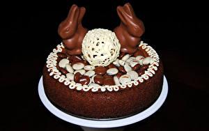 Обои Сладкая еда Торты Пасха Шоколад Кролик На черном фоне