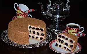 Фотография Сладости Торты Чайник Напитки На черном фоне Чашке Тарелка Еда