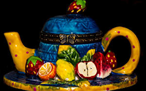 Обои Сладкая еда Торты Чайник Фрукты На черном фоне Дизайна