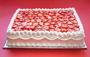 Фото Сладкая еда Торты Клубника Дизайн Красном фоне Еда