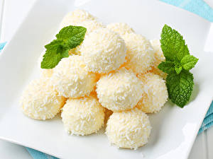 Картинка Сладкая еда Конфеты Листва Белая Шарики