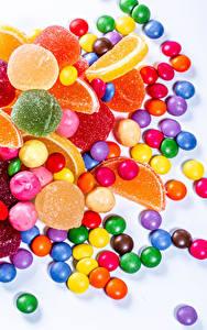 Картинка Сладкая еда Конфеты Мармелад Драже Белый фон Разноцветные Еда