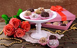 Фото Сладости Конфеты Розы Украшения Кофе Коробка Зерна Пища