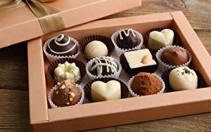 Картинка Сладости Шоколад Конфеты Коробка Дизайн