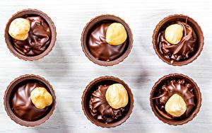 Картинки Сладкая еда Шоколад Орехи Пища
